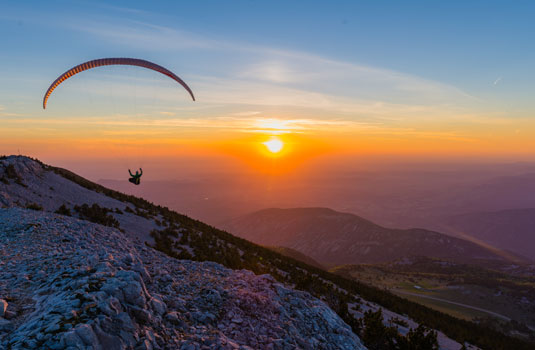Paragliding in the Mont Ventoux © Verneuil Teddy