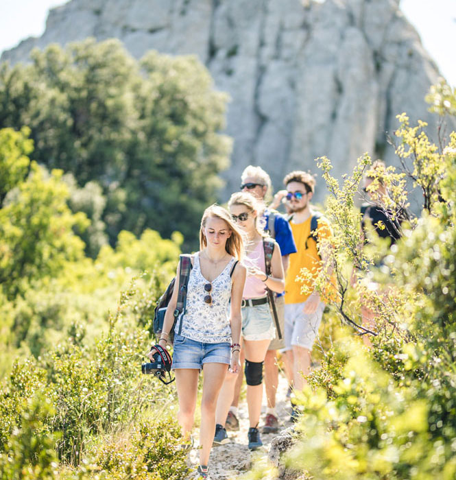 Hiking in the Dentelles de Montmirail © O'Brien Thomas