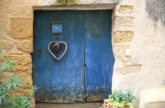 Lourmarin – old gate ©HOCQUEL A