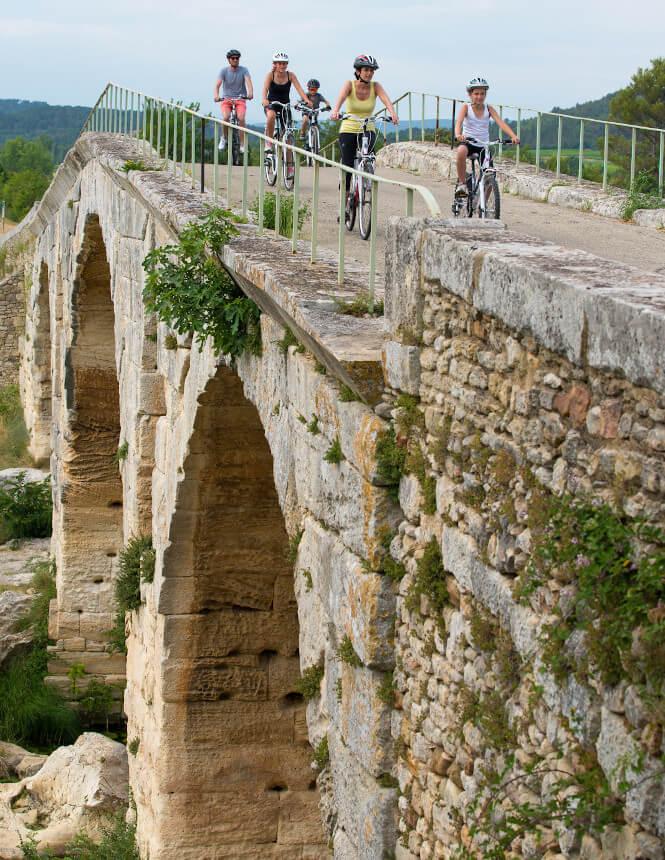Pont Julien - ©COLOMBE PRODUCTION