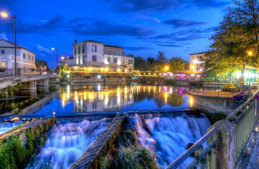 L'Isle sur la Sorgue: night scene ©KESSLER G
