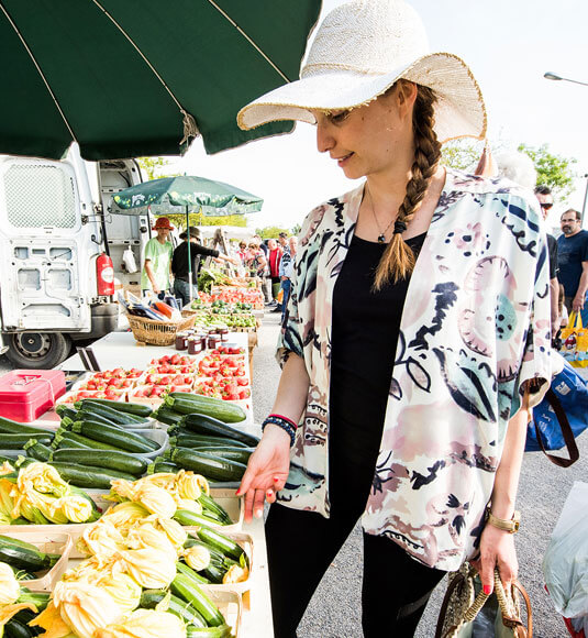 A trip to the Velleron market ©COQUARD M