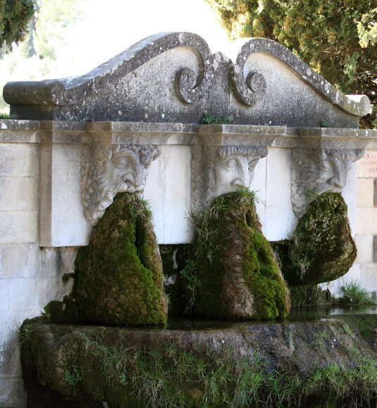 Fountain in Lourmarin ©HOCQUEL A