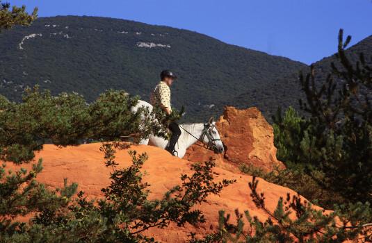 Horse riding in Provence's Colorado