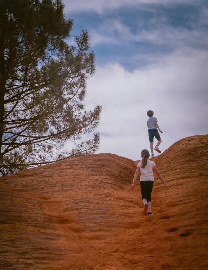 Family fun in Provence's Colorado ©PLANQUE M