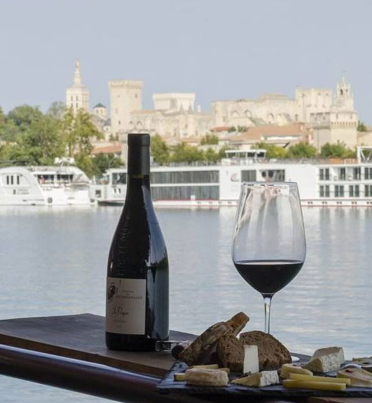 The Vinotage barge on the Rhône river @ bardbenjaminbpixphotographie