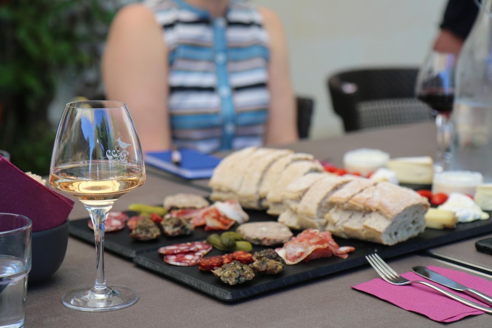 Picnic & meals at the vineyard @ Gillet