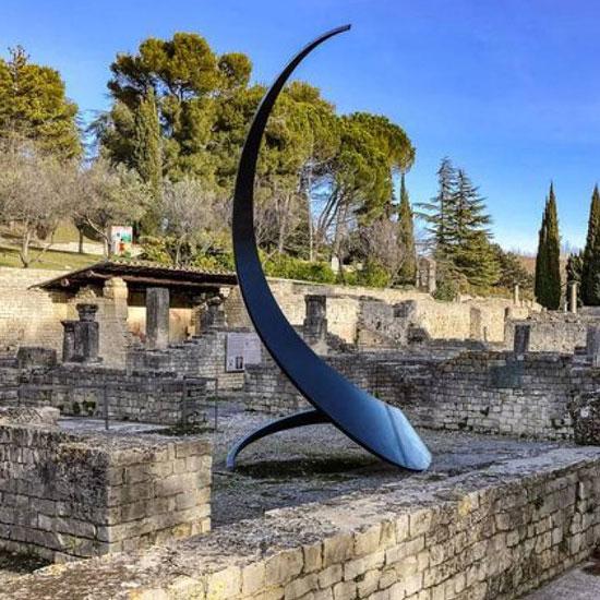 Sculptures monumentales dans les sites antiques de Vaison-la-Romaine